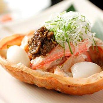 【厳選地酒も選べる1杯付】佐渡紅ズワイガニ甲羅焼きや鮮魚のお造り4種など、旬食材を使った月替わり全7品