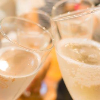 【平日カウンター限定】スパークリングハーフボトルor乾杯シャンパンか選べる!新潟産和牛や鮮魚に舌鼓!