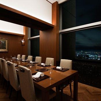 【個室確約】地上200mの高層階レストラン A5松阪牛サーロイン120gを贅沢にステーキで堪能!お造り含む全6品