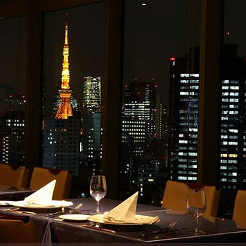 【Anniversary×窓側確約】乾杯ドリンク&デザートプレート付!特別な夜景を眺めながら素敵なひと時を!