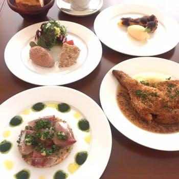 スープ・前菜・メイン・デザートなどシェフ自慢の全4品・・パリの路地裏のような店内でお楽しみください!