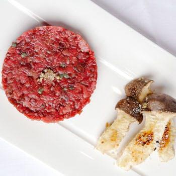 洗練された空間で前菜3品、パスタ、熟成牛、デザートなどお肉の旨みを存分に味わえるコースを堪能 全6品