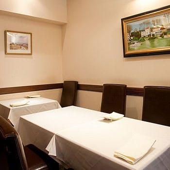 【シェフお任せコース】旬の食材を使った前菜2〜3皿、魚料理、肉料理、デザート、食後ドリンク付コース
