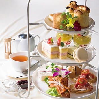 季節のデザートやお替り自由の紅茶が愉しめる、豪華3段アフタヌーンティー