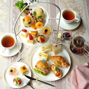 【豪華3段アフタヌーンティー】スコーンや季節のデザート、ハンバーガーも愉しめる!紅茶はお好きなだけ!