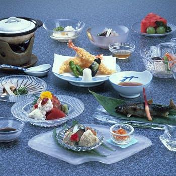 【川床席確約】八寸、造り、煮合、焼物、天ぷら、水物など全10品のすずみ料理!総檜造りの料理旅館で舌鼓…