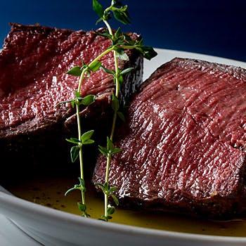 前菜や人気の熟成肉をお好みの組み合わせで楽しめる全7品!雰囲気の良い店内でこだわりのお料理に舌鼓