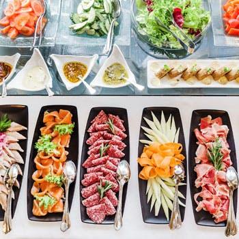 【平日 ブッフェ】 3月1日ランチリニューアル 選べるメイン料理&愛知県産旬食材ブッフェ