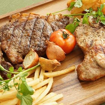 【Dinner最安値!】肉料理専門店の味をカジュアルに堪能!スメインはリブステーキ&大山とりの2種!
