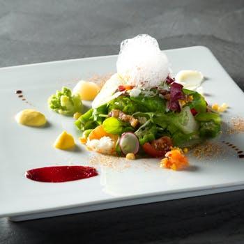 【西麻布の大人の隠れ家で】アート作品のような目にも美しい料理の数々を堪能!