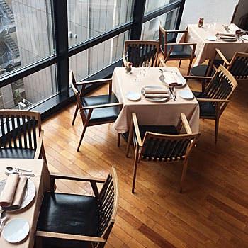 【銀座リストランテ】乾杯酒付!白い壁と木のぬくもりが心地よい!おすすめ前菜,パスタ,デザートなど全4品