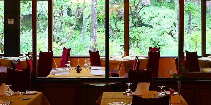 1.万平ホテル「メインダイニング(Main Dining Room)」