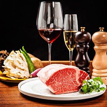 爽やかなシャンパンで乾杯!前菜にフォワグラも付いて、活鮑と黒毛和牛ステーキを楽しむ豪華鉄板コース!!