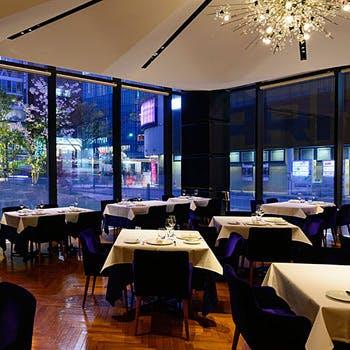 【銀座で過ごす極上の時間】アミューズ+2種の前菜+お魚料理+お肉料理+デザート+カフェをご堪能