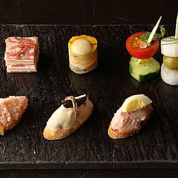 【大人気】見た目も美しいピンチョスに 魚介3種盛り・お肉3種盛り・パエリア含む豪華フルコース全7品