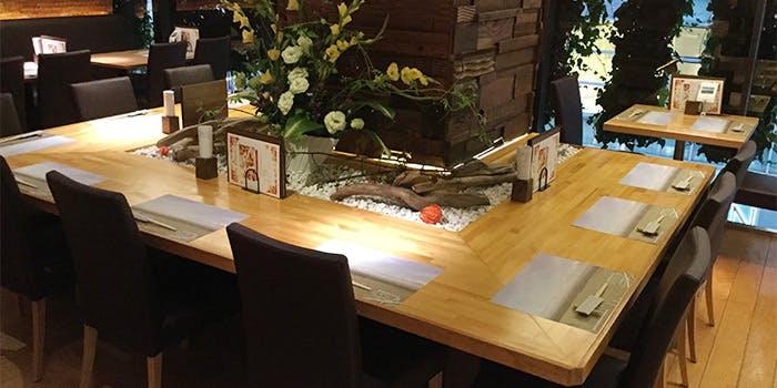 那須高原の食卓 なすの屋 銀座の中央テーブル