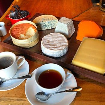 【土日祝限定!広尾の隠れ家で過ごすひと時】お好きな3種類チーズセットと選べるソフトドリンク