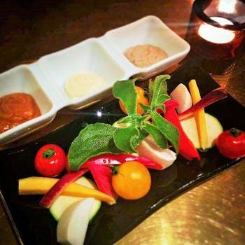 【シェフプラン】燻製の前菜、チキンのロースト、パスタ、デザート含むシェフ自慢の料理コース 全5品
