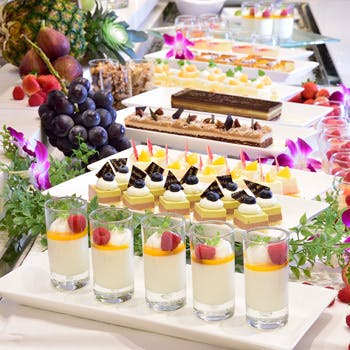 【土日祝限定】オープンキッチンでライブ感が味わえる!40種類以上揃えたランチ&デザートブッフェ