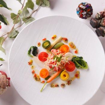【乾杯シャンパン付】前菜2皿や選べるメイン、デザートなど本格的な豪華全5品を特別価格で堪能!