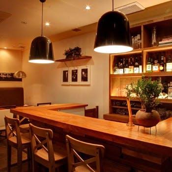 【1F BARエリア貸切】スパークリング・ビール含む飲み放題&10種以上のお料理をブッフェスタイルで!
