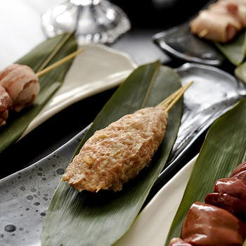【土・祝カップル限定】ワインボトル付!フォアグラステーキ、 阿波尾鶏と葱の合い串、つくね串など全9品