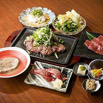 【贅沢な時間】人気のプラチナユッケ、牛寿司、日本一のレバーの溶岩焼きを堪能!NEW極上金舌ランチコース