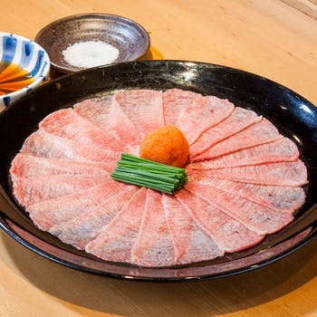 【牛タン食べつくし】飛彈牛舌のてっさ、牛寿司3貫盛り、熟成金舌串、、至極の牛舌フルコース