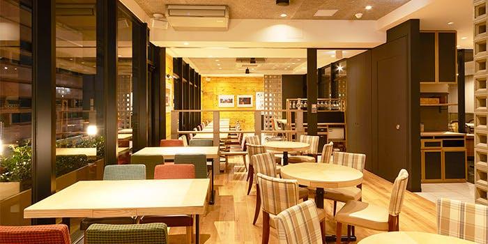 24位 カフェ「common cafe 新宿東口店」の写真2