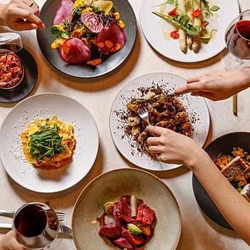 【期間限定】選べる1ドリンク付!東京有名シェフ監修の料理7品をシェアスタイルで!お得な春の宴会プラン!