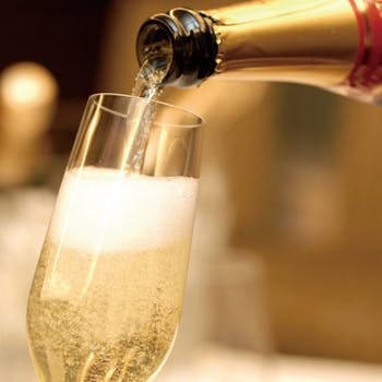 【窓際確約×土日祝限定】シャンパンも飲み放題付!選べるメインやサラダ&スイーツブッフェが愉しめる!