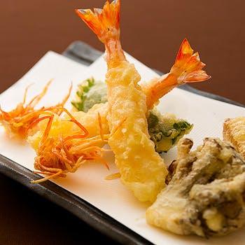 【龍】お食事には天ぷらのお茶漬けをご用意。活車海老や鮮魚など旬の揚げたて天婦羅を楽しむ全6品コース!