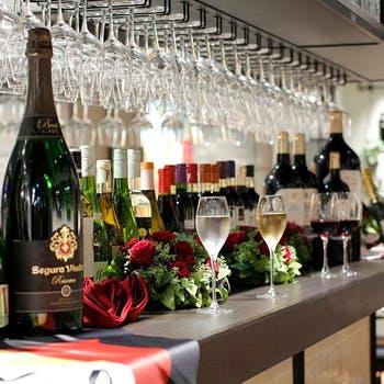 【ワイン20種含む飲み放題】お集まりに!ピンチョス盛り合わせ・温菜3種・メイン・パエリアなど全8皿を堪能