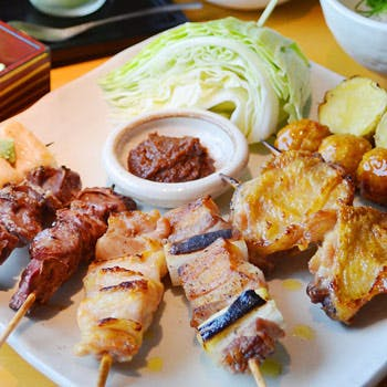 【月〜木限定】京の地酒含む3ドリンク付!炭火串焼き8種!季節のおばんざい、麺or御飯の選べる〆など!