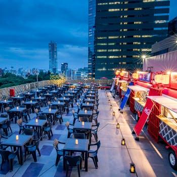 天空のビアガーデン 小江戸風ルーフトップ テラス/ヒルトン東京の写真