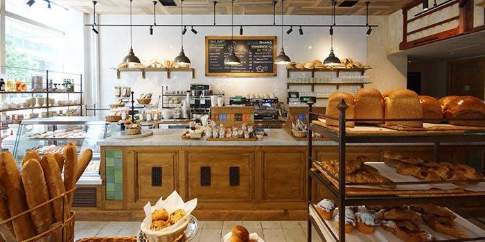 六本木にあるパン屋ル・パン・コティディアンの内観