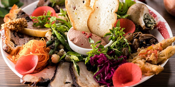 パテつきお肉と野菜の料理