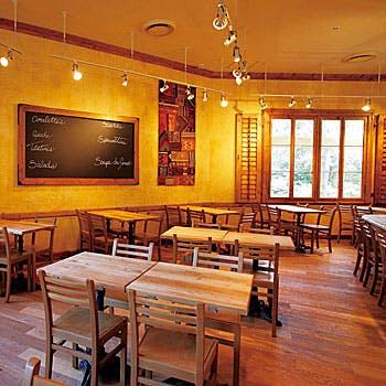 【夜カフェ】緑に囲まれたデザイナーズ空間で前菜6種や丸鶏の低温ロースト、サラダなど全4品をお得に堪能!