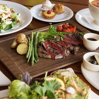【2時間飲み放題】20種以上から選べるドリンク!前菜・サラダ・ステーキ含むボリュームたっぷり全5品コース