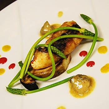 【MenuC】厳選食材を使用したコース!アミューズ3品、冷・温製オードブル、お魚&お肉料理、デザート等