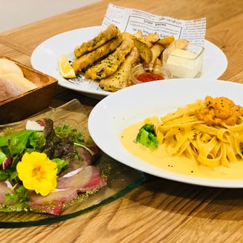 【2時間飲み放題付き!】前菜、温菜、名物ウニのクリームパスタ、デザート・カフェ付きシーフードランチ!