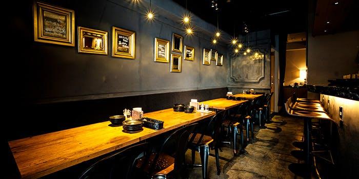 12位 オイスターバー「牡蠣とワインの店 アサドール・デル・マール」の写真1