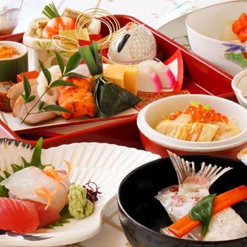 【季節の点心】逸品が詰まった盆盛り、煮物椀、お造り、デザートなど全6品!見た目も美しい伝統の京料理を