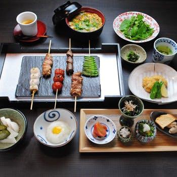 【匠コース】ジャズが流れる大人な空間で過ごす贅沢なランチ!お肉串4品や野菜串1本、親子丼をご堪能