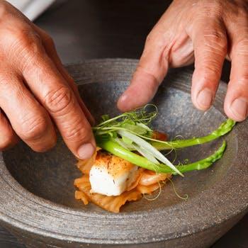 【個室確約】前菜3種、お魚&お肉料理、デザートなど世界の食材を使用したコース!京情緒溢れる祇園で