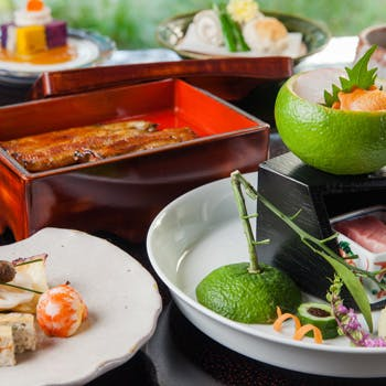 【季節を感じる】旬の食材をふんだんに使用したお料理と鰻重が付いた全8品