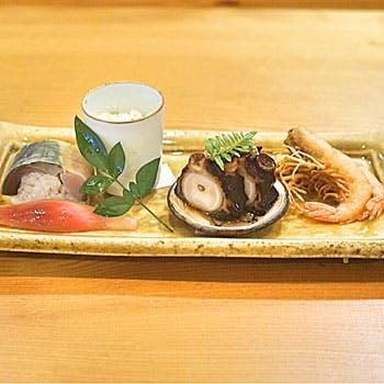 旬の滋味溢れる野菜や近海天然魚を使用した昼のおまかせコース全9品