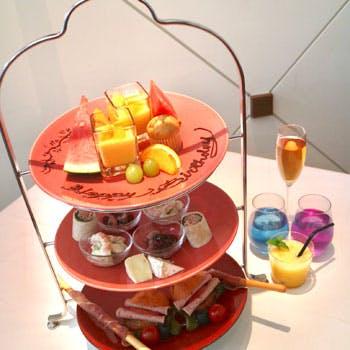 ホテルラウンジでお愉しみ頂けるアフタヌーンティー。スパークリングワインを含むフリ…