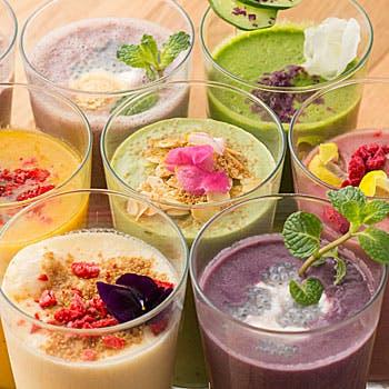 栄養バランス抜群!選べるヘルシーサラダと、当店人気のスムージーを8種よりセレクトできるセットプラン!