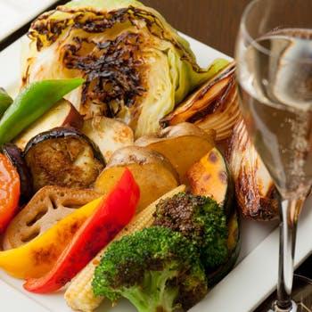 【月〜木限定】アンガス牛ハラミのステーキや前菜8種盛り合わせ、デザートにパスタなど全8品